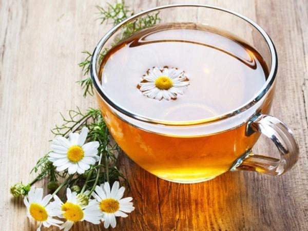 Biết được những tác dụng tuyệt vời này của trà hoa cúc, bạn sẽ uống mỗi ngày để da đẹp, dáng thon ảnh 1