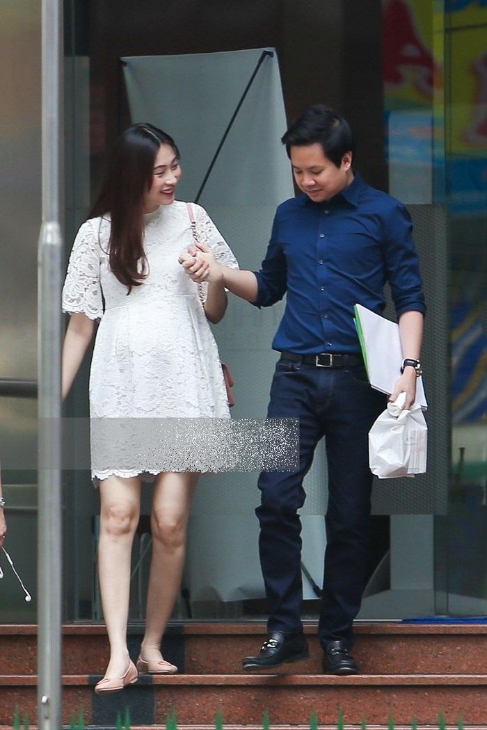 Sau hơn 6 tháng mang thai, Hoa hậu Đặng Thu Thảo vô tình để lộ giới tính em bé trong bụng? ảnh 3