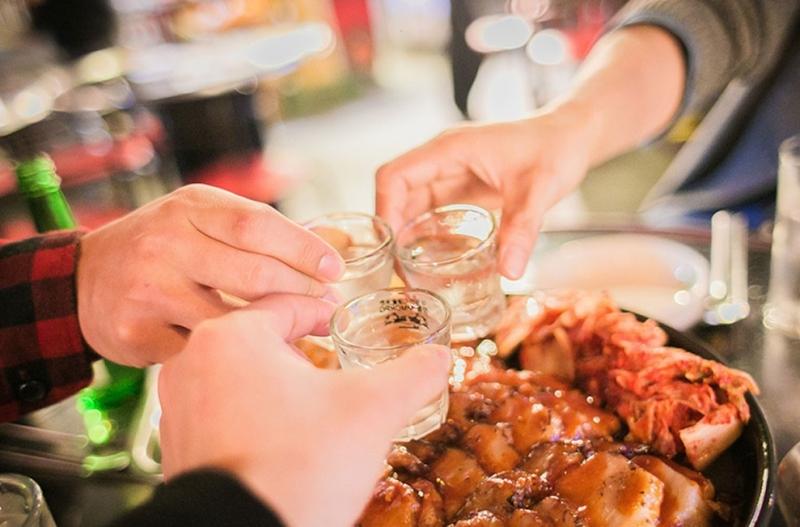Ngộ độc rượu và cách xử trí ai cũng phải biết để đảm bảo ngày Tết an toàn ảnh 1