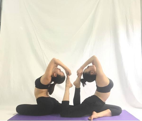 Thót tim với những động tác Yoga khó đỡ của Ái Phương ảnh 4