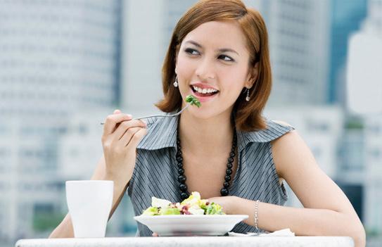 Bạn đang tìm cách ăn nhiều mà không tăng cân ngày Tết, hãy 'bỏ túi' 5 mẹo này ảnh 4
