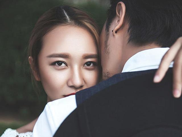 Cưới lâu năm sợ chồng chán mình, vợ khôn làm ngay 7 điều đơn giản này ảnh 1